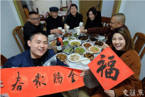 A family celebrating chinese new year